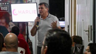 """Photo of Al frente """"Charlie"""" Delgado en la primaria PPD"""