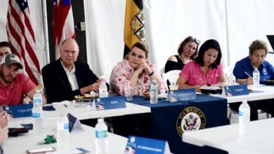 Photo of Congresistas de Florida visitan comunidades afectadas por sismos