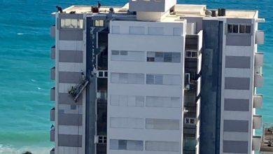 Photo of Empleados se quedan atrapados por falla de andamio en edificio de Condado
