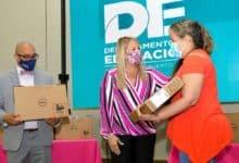 Photo of Educación entrega computadoras a maestros en las regiones de Ponce, Mayagüez y Humacao